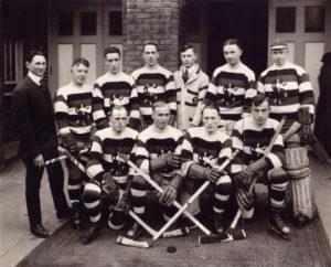 Seattle Metropolitans championship team, 1917. Courtesy of David Eskenazi Collection.
